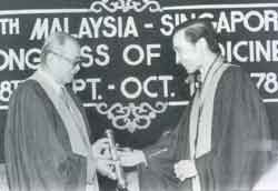 1978 - YAB Tunku Abdul Rahman Putra Al-Haj (left) (1st Prime Minister of Malaya) receiving the Honorary A.M. from the Master, Ybhg Dato' Dr. Mahmood Merican
