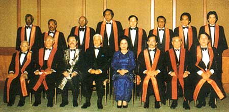 DYMM Seri Paduka Baginda Yang Di-Pertuan Agong, Sultan Azlan Shah and DYMM Seri Paduka Baginda Raja Permaisuri Agong Tuanku Bainun and Council members with its two newest honorary members YABhg Tun Datuk Dr. Awang bin Hassan and YB Dr. Lim Chong Eu after conferment on 13th October, 1990 in Kuala Lumpur